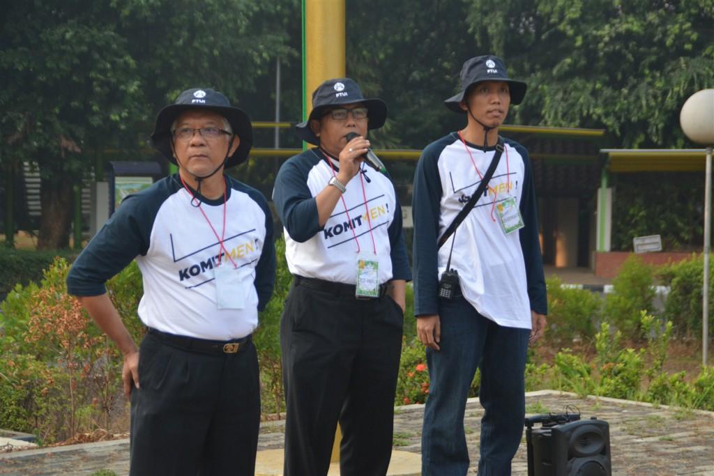 Sambutan Dekan FTUI, Prof. Dedi Priadi, DEA (tengah) dengan didampingi Wakil Dekan II FTUI, Dr. Hendri D.S. Budino (kiri) dan Manajer Umum FTUI, Jos Istiyanto, Ph.D (kanan)